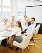 Erfolgreiches Business Team sitzt zusammen
