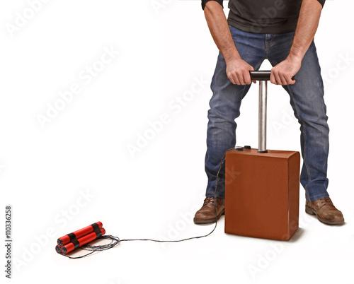 Valokuva  Hombre activando un detonador de dinamita,activando explosivo.