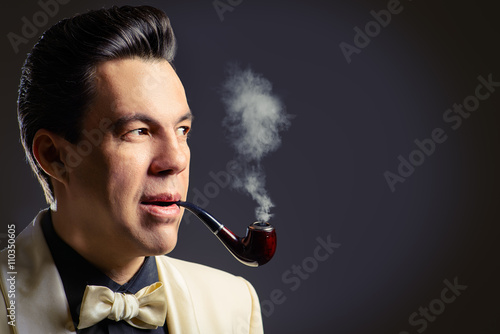 Fotografie, Obraz  smokes a pipe