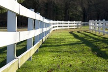 WHITE FENCE IN HOUSE FARM
