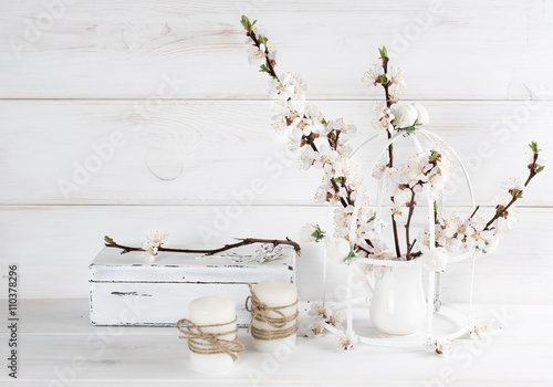 Foto-Tapete - Apricot flowers with candle and old casket in Shabby Chic style