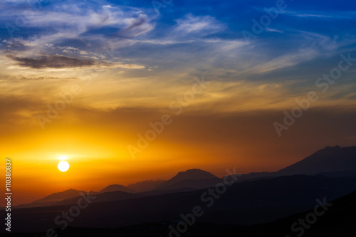 Foto op Aluminium Bergen Sun over Psiloritis