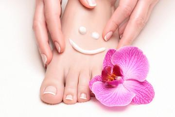 Fototapeta Manicure francuski u stóp i dłoni