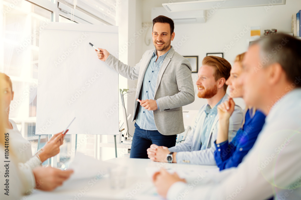 Presentation and training in business office - obrazy, fototapety, plakaty