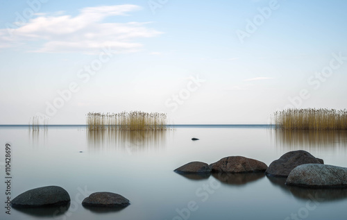 Valokuva  the blue sky is reflected Ladoga lake in evening
