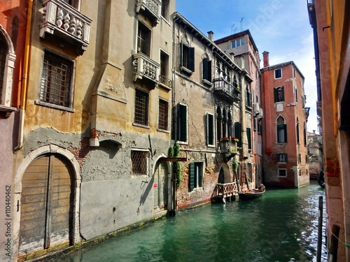 Fototapety, obrazy: Tranquil and vivid Venice canal with vibrantly colored buildings