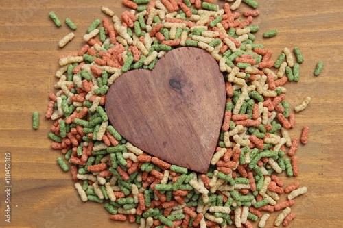 Fotografie, Obraz  Corazón de madera entre colores
