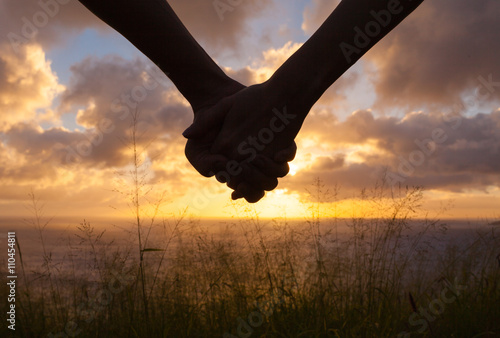 Canvas Print Close up of couple holding hands