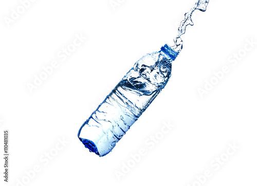 Papiers peints Eau Water splash from a plastic bottle