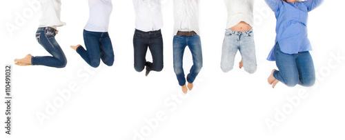 Obraz Fröhlich Frauen - Happy woman jumping - fototapety do salonu