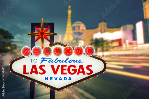 Poster Las Vegas Welcome to fabulous Las vegas Nevada sign with blur strip road b