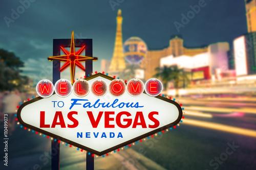 Foto op Aluminium Las Vegas Welcome to fabulous Las vegas Nevada sign with blur strip road b