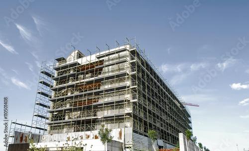 Edificio Nuova Costruzione, cantiere con impalcatura