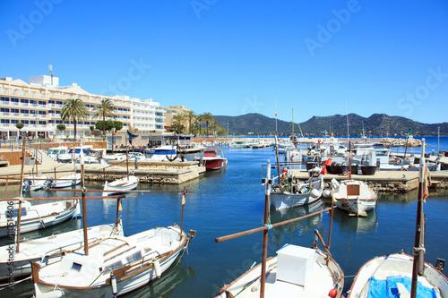 Foto auf AluDibond Stadt am Wasser Mallorca, Cala Bona