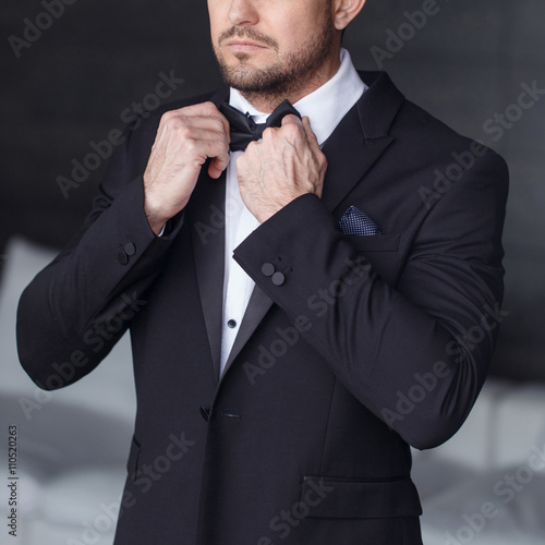 Foto  Sexy man dressing tuxedo and suit closeup