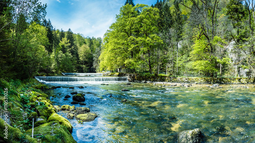 Photo Stands Pistachio Areuse, Fluss im Neuenburger Jura, Schweiz, Panorama