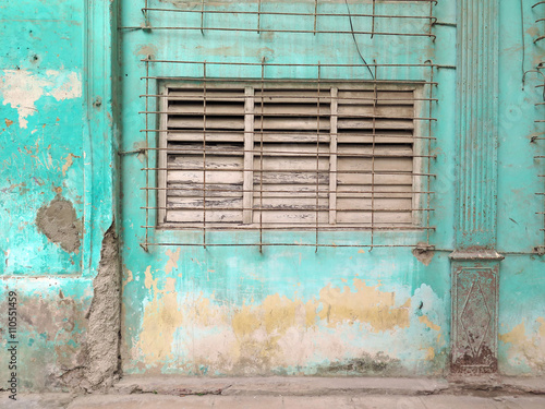 In de dag Havana Open the window / Urban composition with frontage (patinated wall), window closed (wooden shutter and grid). Photographed outdoors: light and natural colors. Havana, Cuba.