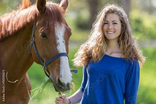 Tuinposter Ontspanning pretty girl with her horse
