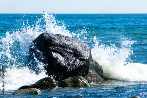 Tuinposter Koraalriffen Baltic coastline with big rocks and crashing waves
