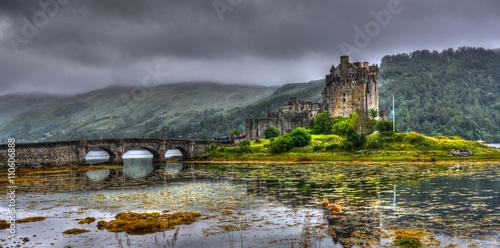 In de dag Kasteel Eilean Donan Castle in Scotland