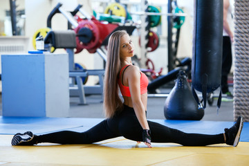 FototapetaBeautiful young girl engaged fitness in the gym.