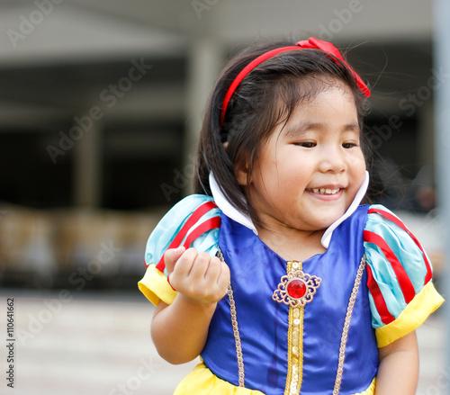 Photo  potrait princes dress with cute asian girl