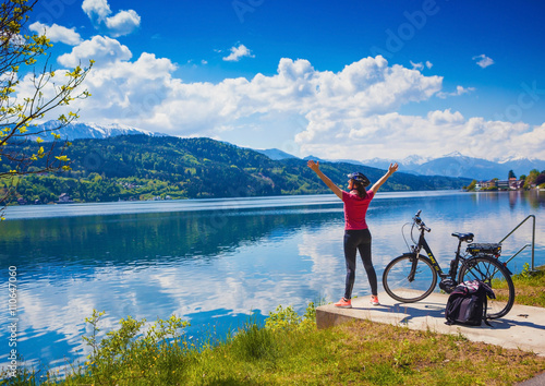 Foto auf Gartenposter Radsport woman with e-bike enjoying view over lake-lake and bike 02