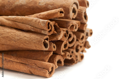 Fotografija Raw Organic Cinnamon sticks (Cinnamomum verum) isolated on white background