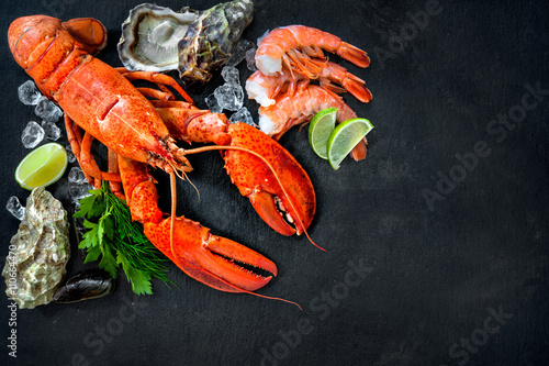 In de dag Schaaldieren Shellfish plate of crustacean seafood