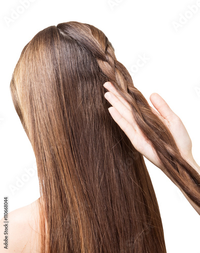 Photo  Barber girl braids  the long hair in  braid isolated.
