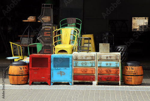 Fotografía  Vintage furniture and other staff at Jaffa flea market district