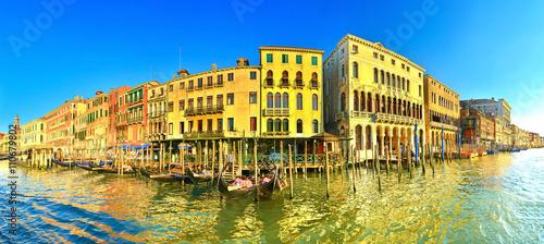 Montage in der Fensternische Gelb Morning Venice, Italy