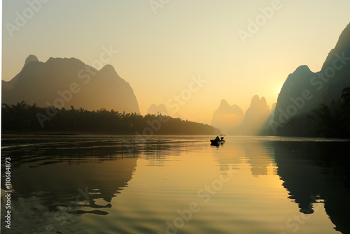 Foto  Sunrise at Li River, Xingping, Guilin, China