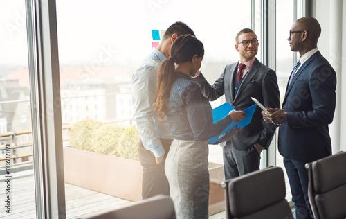 Fotografía  Multiethnic business team having a discussion