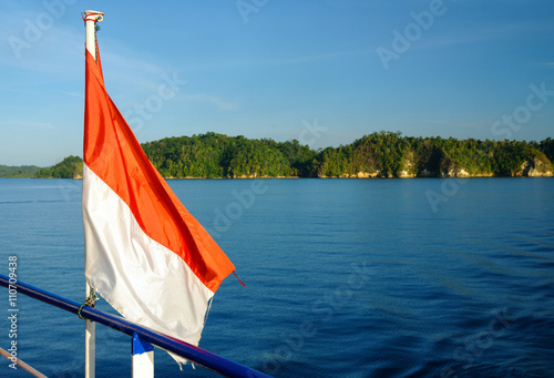 Foto op Plexiglas Indonesië Indonesian flag on the ferry