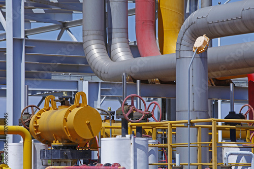 Staande foto Industrial geb. Oil pipes and valves