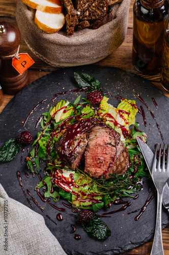 Cadres-photo bureau Steakhouse Juicy Beef rump steak from marble beef medium rare with spices a