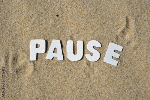 Fotografie, Obraz  Pauza Wort Buchstaben Sand
