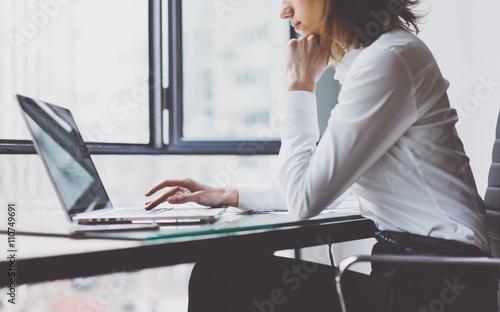 Fotografía  Work Process in Modern Office