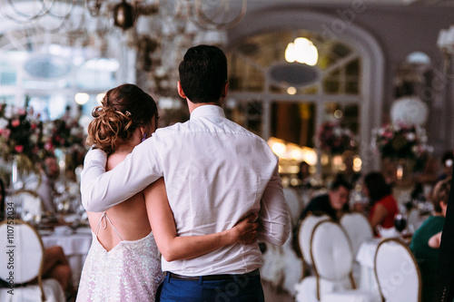 Foto op Plexiglas Caraïben Romantic embracement of the just married couple in the restauran