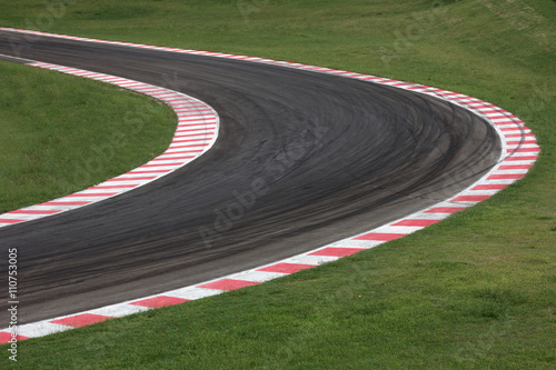 Valokuvatapetti Race track curve road