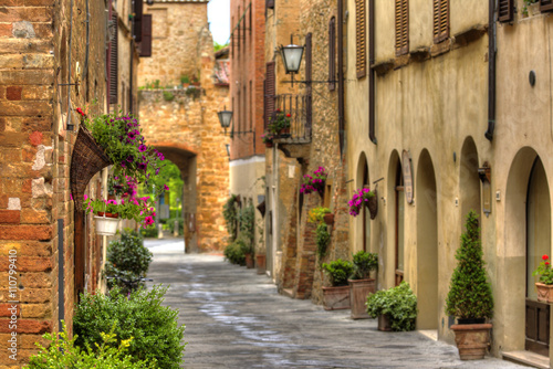 Printed kitchen splashbacks Narrow alley View of the ancient old european street in Pienza. Italy.