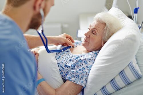 Fotografia  Listening to senior patient