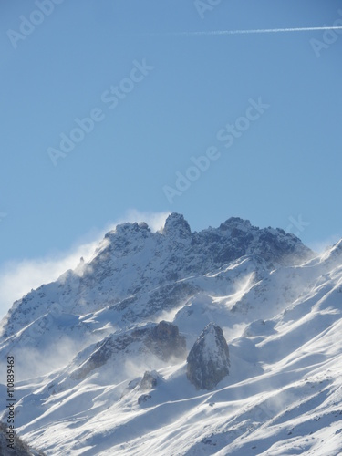 Foto auf Gartenposter Gebirge Winter snow covered mountain peaks in Europe. Great place for sports