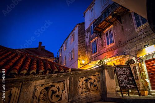 Valokuva  Korcula town streets by night