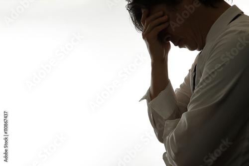 頭を抱えるサラリーマン Billede på lærred