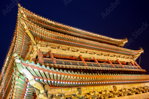 Foto op Plexiglas Xian The illuminated ancient Drum Tower located at the ancient city wall by night time, Xian, Shanxi Province, China