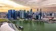 Bewölkter Sonnenuntergang über der City von Singapur