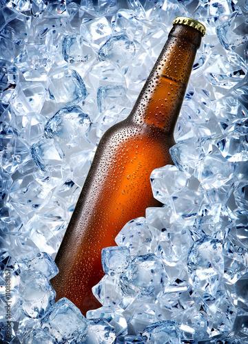 szklana-butelka-piwa-w-lodzie