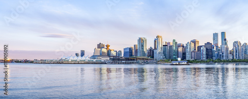 Fotomural  Vancouver skyline at sunset panoramic view